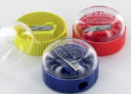 Чинка пластикова з контейнером KUM